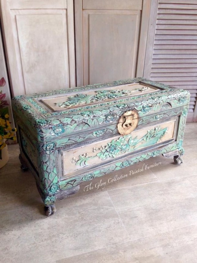 Ideas To Decorate Your House With Vintage Chests And Trunks 19