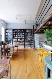 This High Ceilinged House Is Extremely Unique 37