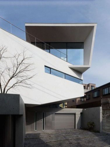 This Japanese House Looks Peculiar But Beautiful 23