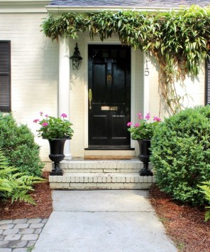 Chic And Simple Entrance Ideas For Your House 42