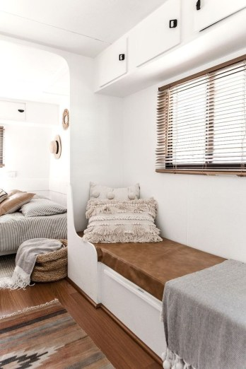 Beautiful Rv Remodel Camper Interior Ideas For Holiday 14