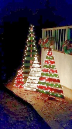 Cute Outdoor Christmas Decor Ideas 06