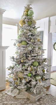 Extraordinary Christmas Tree Decor Ideas 30