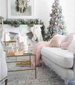 Gorgeous Christmas Apartment Decor Ideas 04