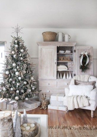 Gorgeous Christmas Apartment Decor Ideas 15