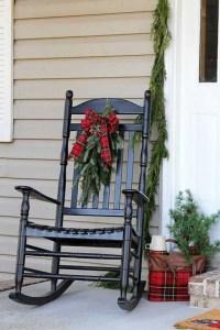 Inspiring Farmhouse Christmas Porch Decoration Ideas 40