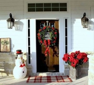 Inspiring Farmhouse Christmas Porch Decoration Ideas 45