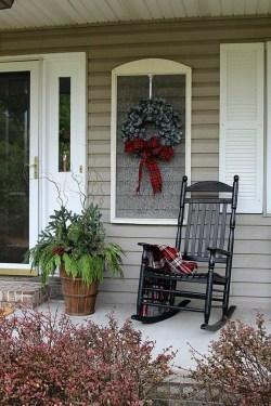 Inspiring Farmhouse Christmas Porch Decoration Ideas 46