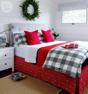 Lovely Red And Green Christmas Home Decor Ideas 03