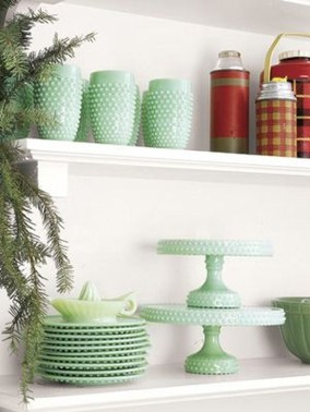 Lovely Red And Green Christmas Home Decor Ideas 17
