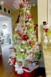 Lovely Red And Green Christmas Home Decor Ideas 22