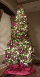Lovely Red And Green Christmas Home Decor Ideas 32