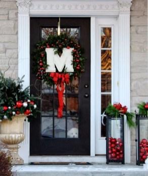 Perfect Christmas Front Porch Decor Ideas 43