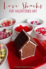 Awesome Classroom Party Decor Ideas For Valentines Day 05