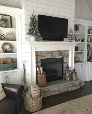 Popular Farmhouse Mantel Decorating Ideas 13