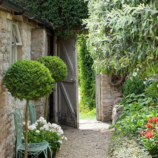 Smart Garden Design Ideas For Front Your House 35