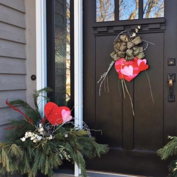 Unique Outdoor Valentine Decor Ideas 06