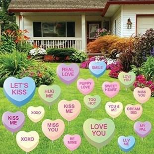 Unique Outdoor Valentine Decor Ideas 40