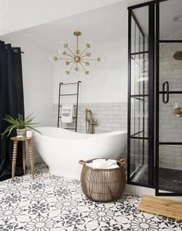 Comfy Farmhouse Wooden Bathroom Design Ideas 34