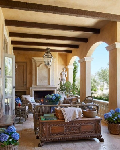 Luxury European Living Room Decor Ideas With Tuscan Style 07