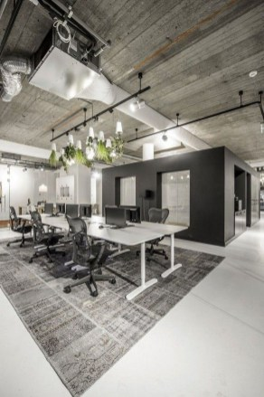 Magnificient Industrial Office Design Ideas 51