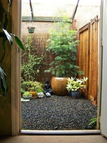 Stunning Small Patio Garden Decorating Ideas 08