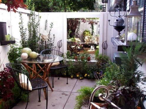 Stunning Small Patio Garden Decorating Ideas 36