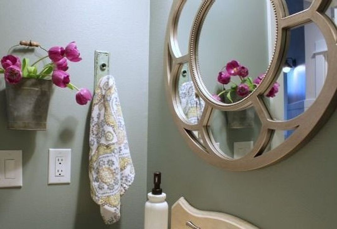 Elegant Bathroom Makeovers Ideas For Small Space 41