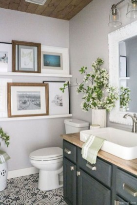 Elegant Bathroom Makeovers Ideas For Small Space 43