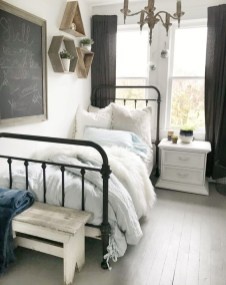 Elegant Farmhouse Decor Ideas For Bedroom 25