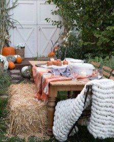 Incredible Autumn Decorating Ideas For Backyard 26