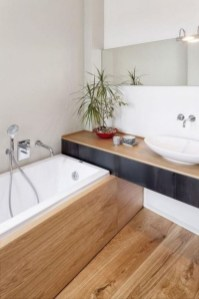 Cozy Small Bathroom Ideas With Wooden Decor 10