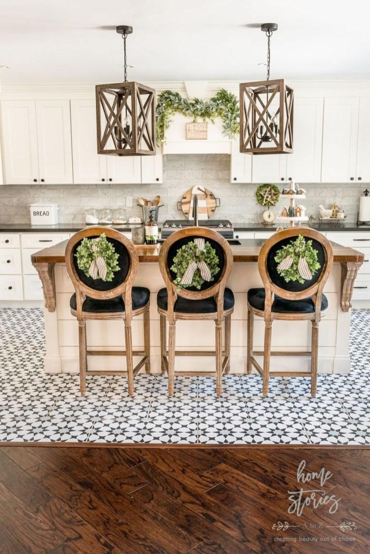Fabulous White Farmhouse Design Ideas 48