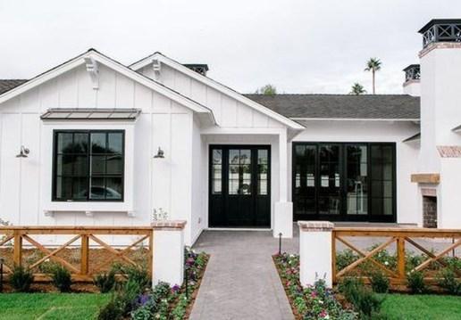 Fabulous White Farmhouse Design Ideas 50