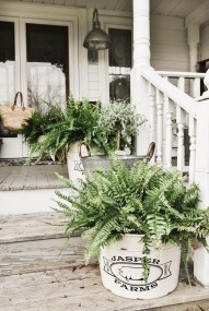 Fascinating Farmhouse Porch Decor Ideas 37