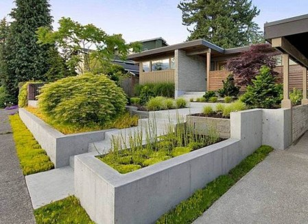 Gorgeous Front Yard Retaining Wall Ideas For Front House 10
