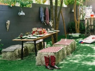 Incredible Autumn Decorating Ideas For Backyard 02