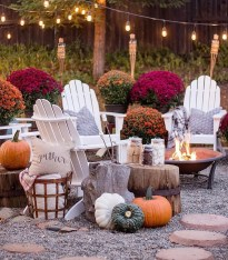 Incredible Autumn Decorating Ideas For Backyard 04