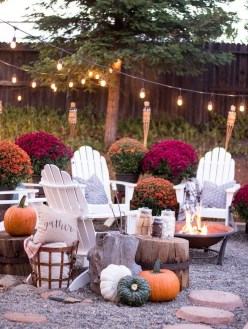 Incredible Autumn Decorating Ideas For Backyard 49