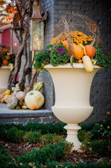 Incredible Autumn Decorating Ideas For Backyard 51