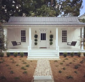 Popular Small Farmhouse Design Ideas To Style Up Your Home 36