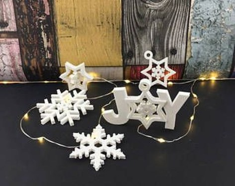 Best Home Decoration Ideas With Snowflakes And Baubles 48