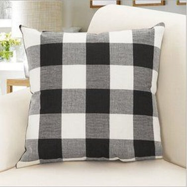 Rustic Pillows Decoration Ideas For Home 48
