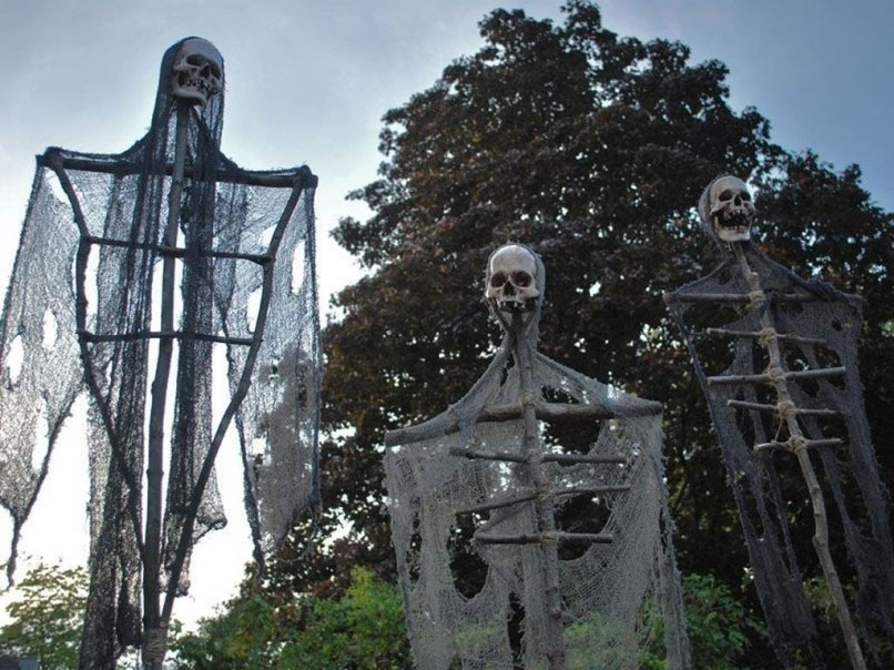Newest Diy Outdoor Halloween Decor Ideas That Very Scary 06