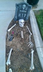 Newest Diy Outdoor Halloween Decor Ideas That Very Scary 46