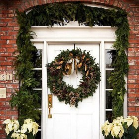 Adorable Front Door Christmas Decoration Ideas That Trend This Year 37