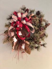 Awesome Christmas Farmhouse Porch Décor Ideas 36