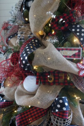 Charming Outdoor Décor Ideas For Christmas To Try 19