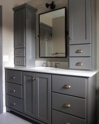Wonderful Single Vanity Bathroom Design Ideas To Try 19