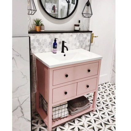 Wonderful Single Vanity Bathroom Design Ideas To Try 48